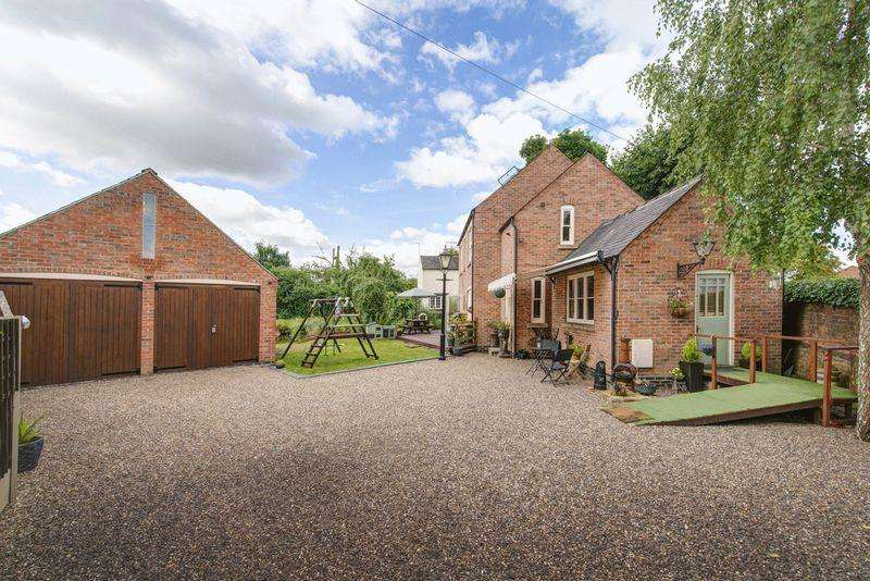 3 Bedrooms Detached House for sale in Shardlow, Derby