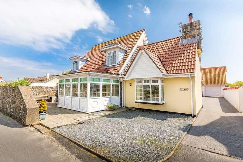 4 Bedrooms Semi Detached House for sale in Rue De La Ronde Cheminee, Castel, Guernsey