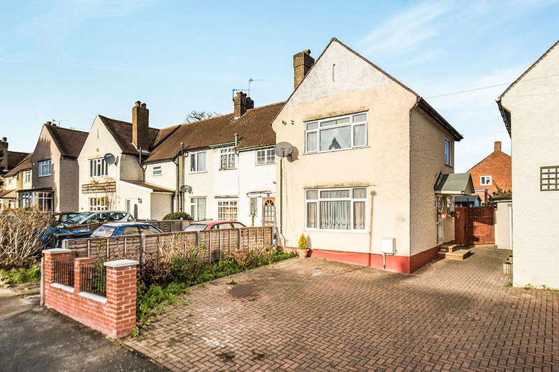 3 Bedrooms Property for sale in Priory Road, Chessington, KT9