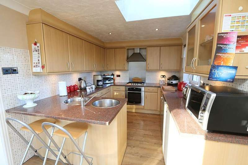 4 Bedrooms Detached Bungalow for sale in Mapletree Avenue, Waterlooville, Hampshire, PO8 9BN