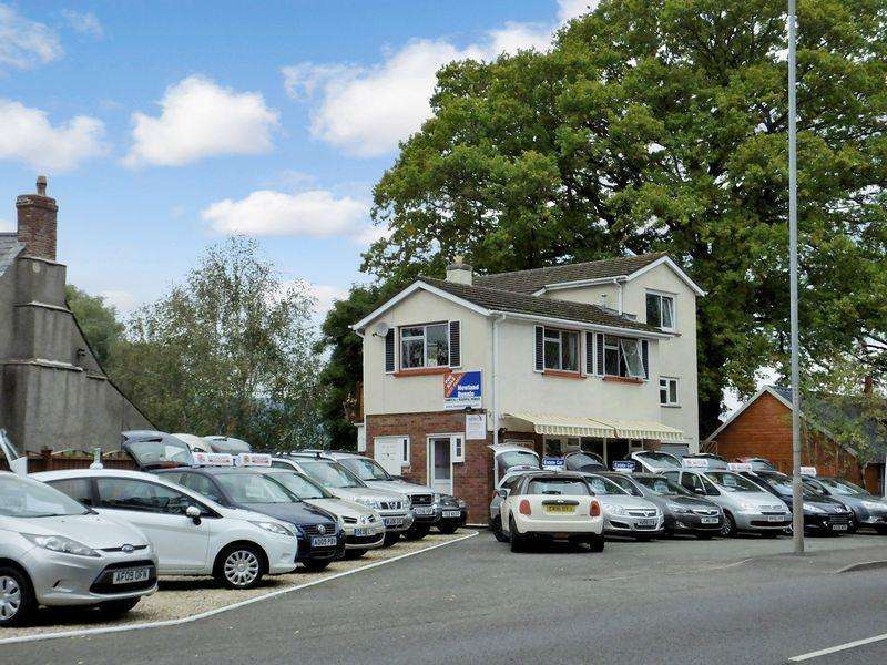 3 Bedrooms Detached House for sale in Brecon Road, Abergavenny