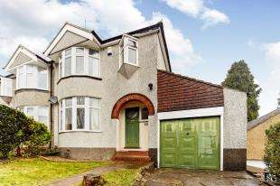 3 Bedrooms Semi Detached House for sale in Hillcrest Road, Whyteleafe, Surrey