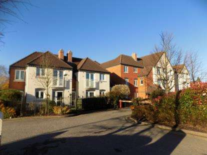 2 Bedrooms Flat for sale in Hunters Court, 196 Chester Road, Sutton Coldfield, West Midlands