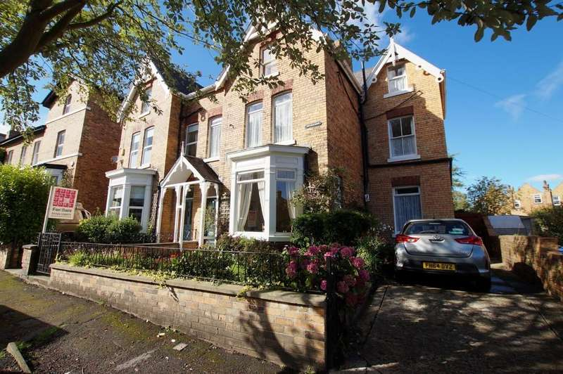 6 Bedrooms Semi Detached House for sale in Westbourne Park, Scarborough