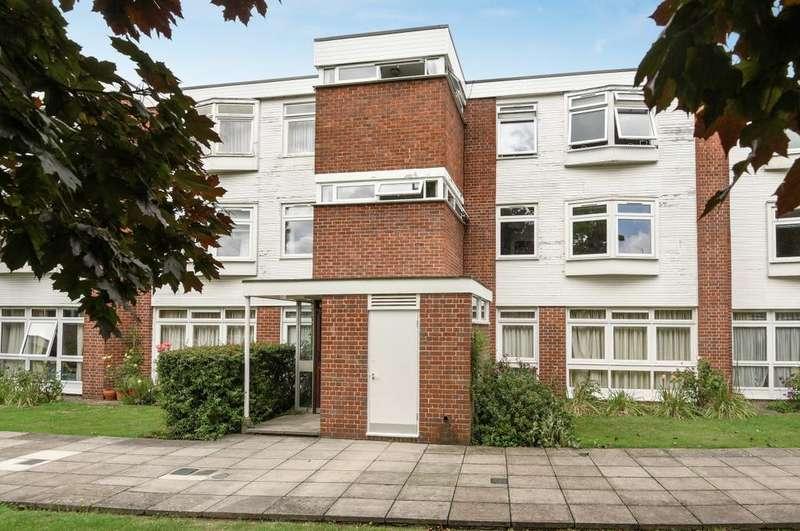 2 Bedrooms Flat for sale in Sweyn Place London SE3