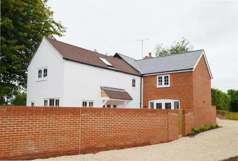 3 Bedrooms Detached House for sale in Easterton Lane, Pewsey