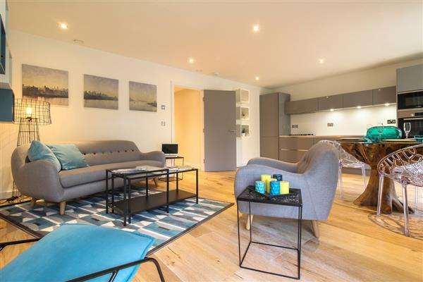 2 Bedrooms Apartment Flat for sale in Tramway Path, London