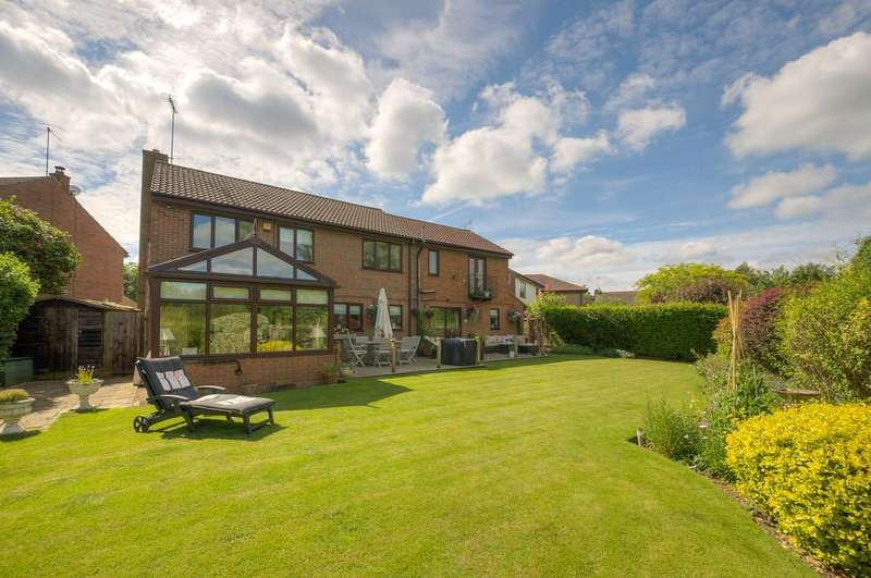 5 Bedrooms Detached House for sale in Poppyfield Court, Thrapston