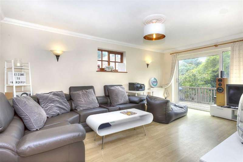 5 Bedrooms Detached House for sale in The Droveway, Hove, East Sussex