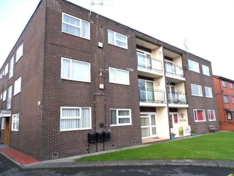 2 Bedrooms Flat for sale in Hornby Park Court, Blackpool, FY1 4JG