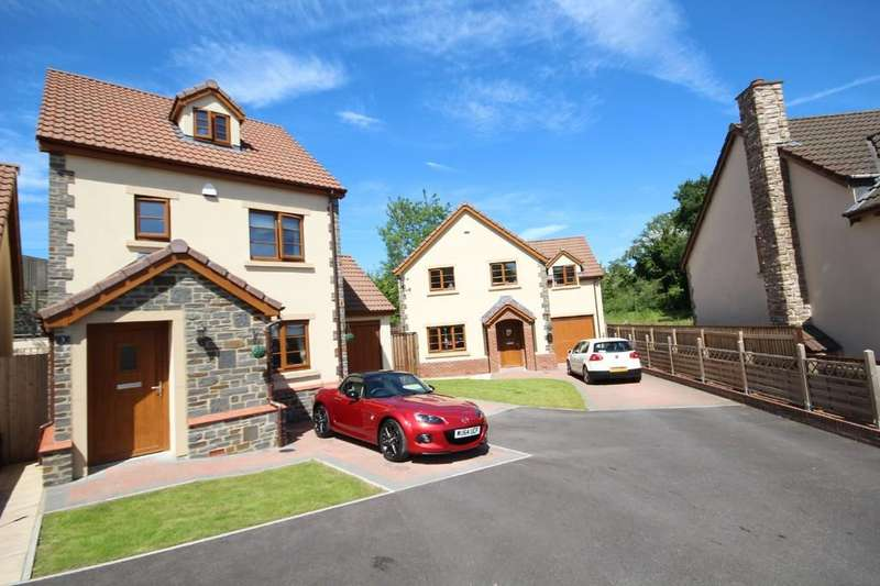 3 Bedrooms Detached House for sale in Popular development in Clutton.