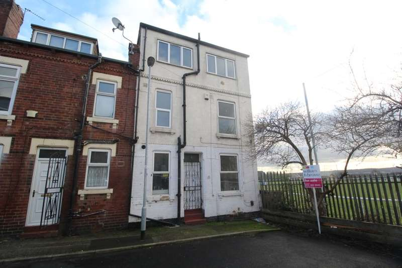 3 Bedrooms Terraced House for sale in Clark Avenue, Leeds, LS9