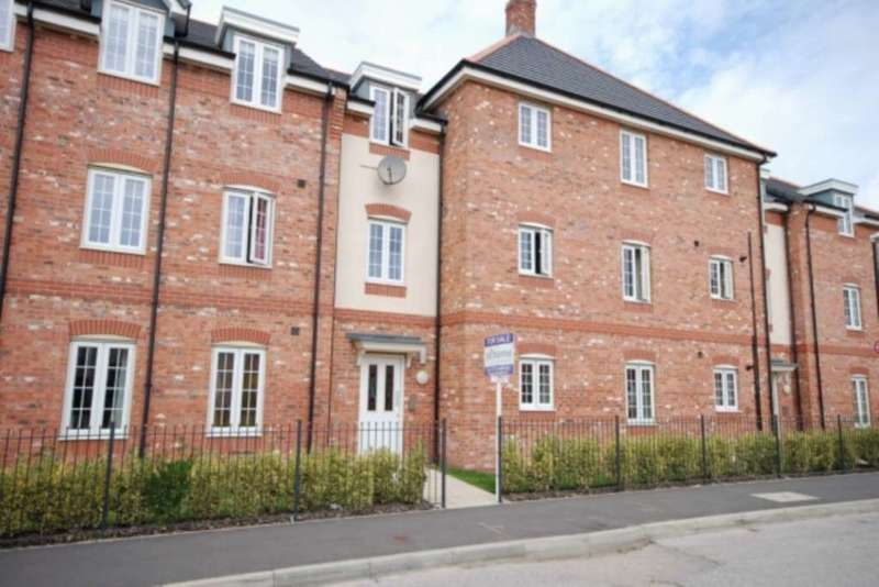 2 Bedrooms Apartment Flat for sale in Wesham Park Drive, Wesham