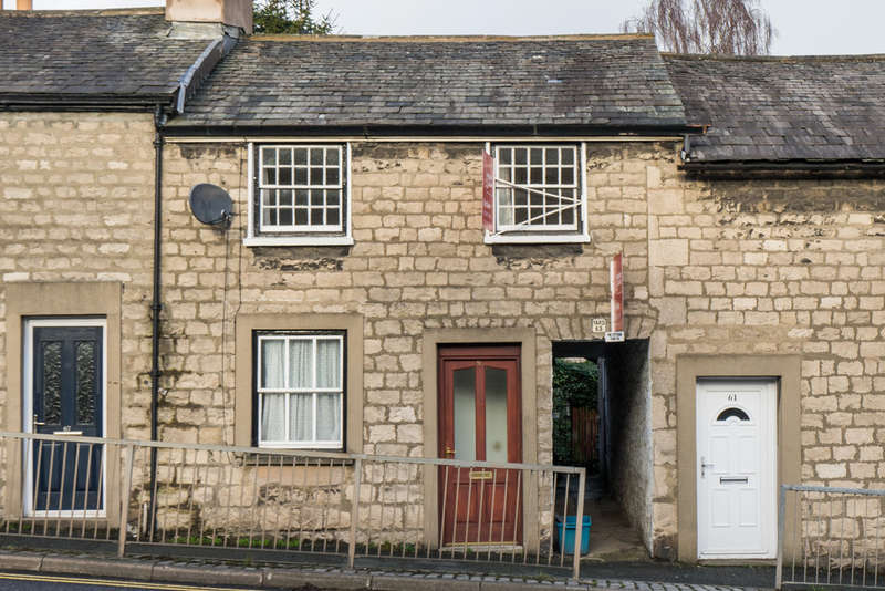 2 Bedrooms Terraced House for sale in 65 Windermere Road, Kendal, Cumbria LA9 5EP