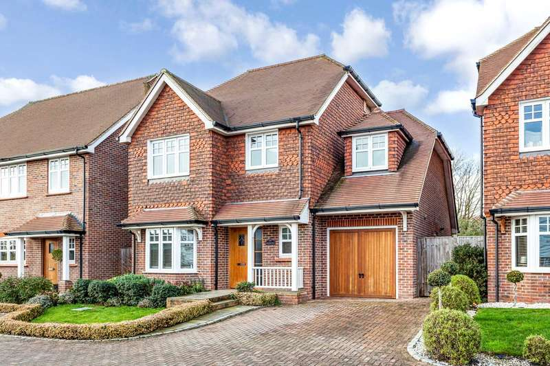 4 Bedrooms Detached House for sale in Farthings Walk, Horsham