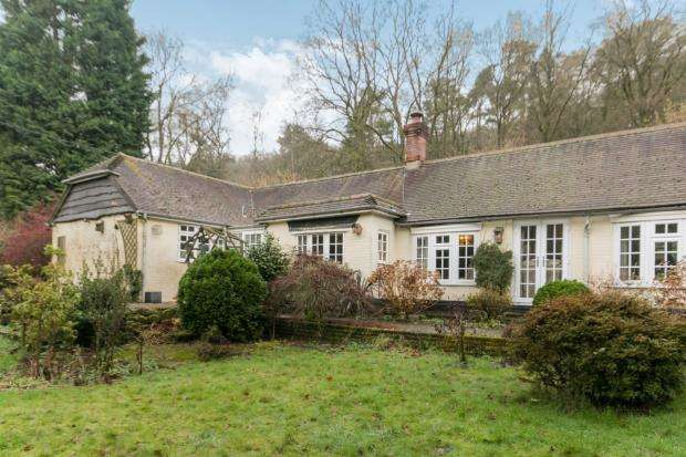 3 Bedrooms Bungalow for sale in Hindhead, Hampshire, United Kingdom