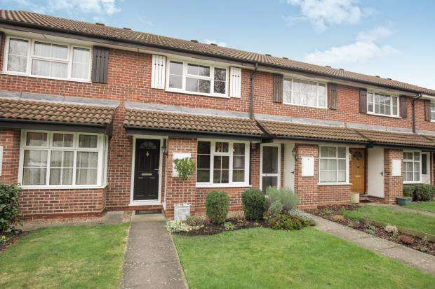 2 Bedrooms Terraced House for sale in Addlestone, Surrey