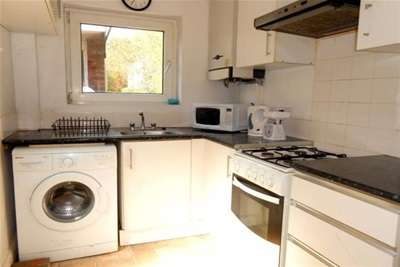 3 Bedrooms Property for rent in Lower Road, Beeston, NG9 2GT