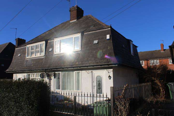 2 Bedrooms Semi Detached House for sale in SKelwith Walk, Seacroft, Leeds, LS14