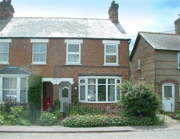 3 Bedrooms Cottage House for sale in Station Road, Quainton, Buckinghamshire. HP22 4BX