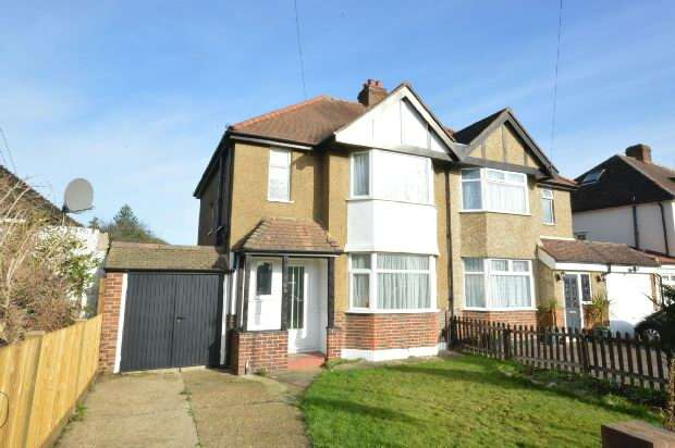 3 Bedrooms Semi Detached House for rent in Somerset Avenue, Chessington