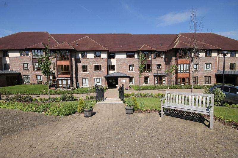 2 Bedrooms Retirement Property for sale in St George's Park, Burgess Hill