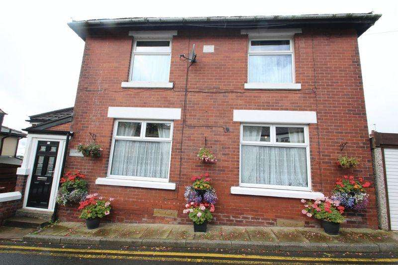 3 Bedrooms Cottage House for sale in Tonacliffe Road, Whitworth OL12 8SJ