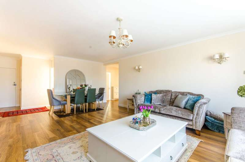 3 Bedrooms Flat for sale in Salisbury Court, Salisbury Avenue, Finchley Central, N3