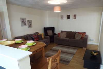 6 Bedrooms House for rent in Brymore road