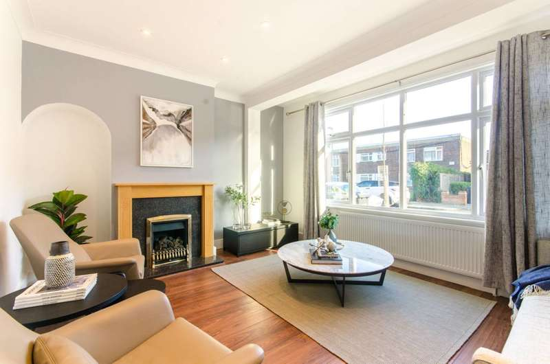 4 Bedrooms House for sale in Armfield Road, Chase Side, EN2