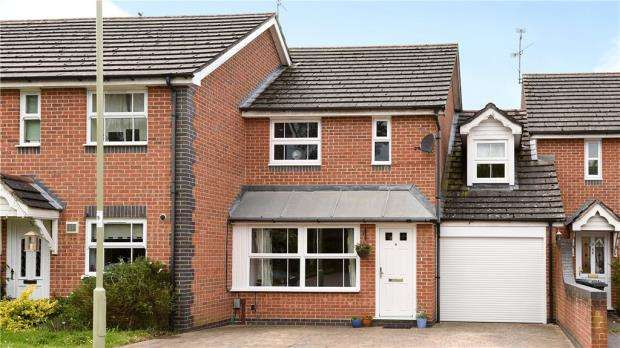 3 Bedrooms Link Detached House for sale in Lower Canes, Yateley, Hampshire