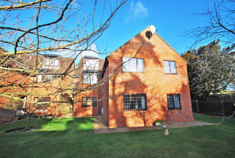 2 Bedrooms Flat for sale in Seymour Place, Warwick Road, Beaconsfield, HP9