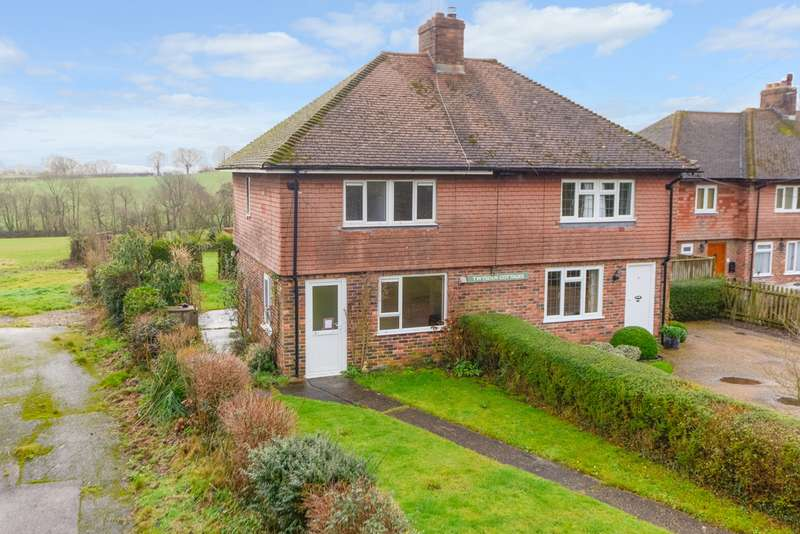 3 Bedrooms Semi Detached House for sale in Twysden Cottages, Bodiam Road, Sandhurst, TN18