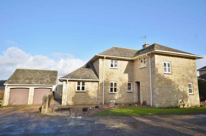 4 Bedrooms Detached House for sale in Deenethorpe, Northamptonshire