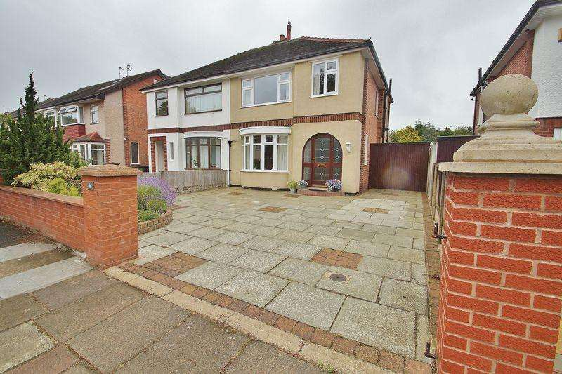 3 Bedrooms Semi Detached House for sale in Carisbrooke Drive, Southport