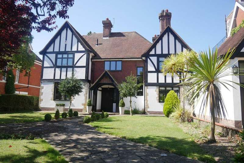 5 Bedrooms Detached House for sale in Bolsover Road, Meads, Eastbourne, BN20