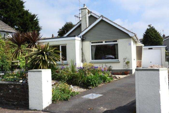 3 Bedrooms Bungalow for sale in FAIRWINDS, 12 PARC EGLOS, HELSTON, TR13