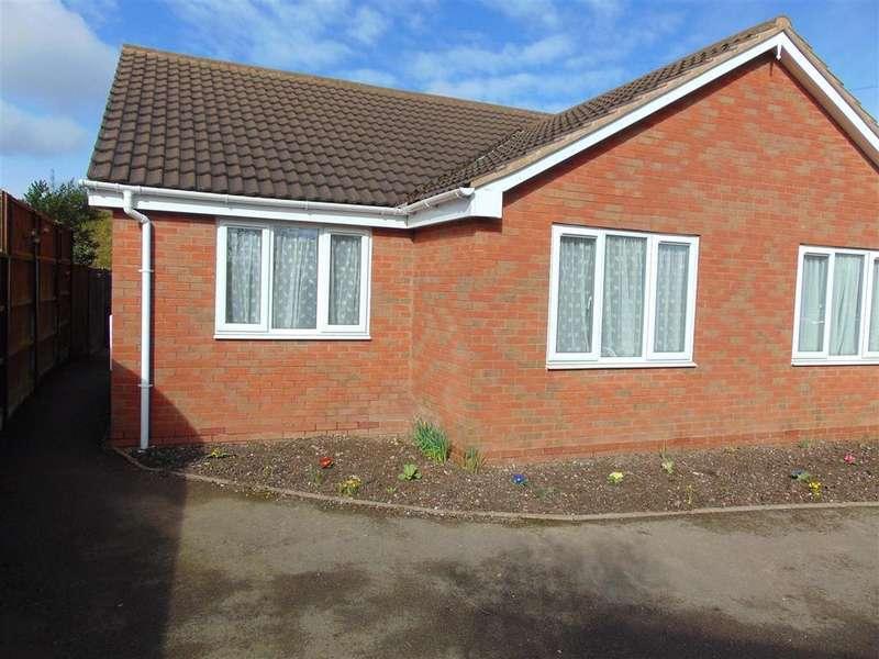 2 Bedrooms Semi Detached Bungalow for sale in Cedar Close, Hednesford, Cannock