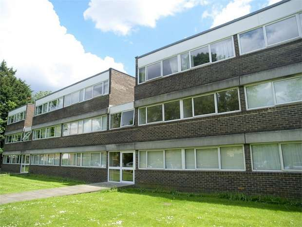 3 Bedrooms Flat for sale in Chessington Road, Ewell Village