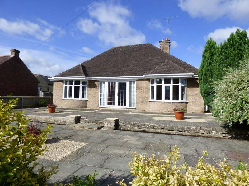 3 Bedrooms Detached Bungalow for sale in Church Street, Shipston-On-Stour