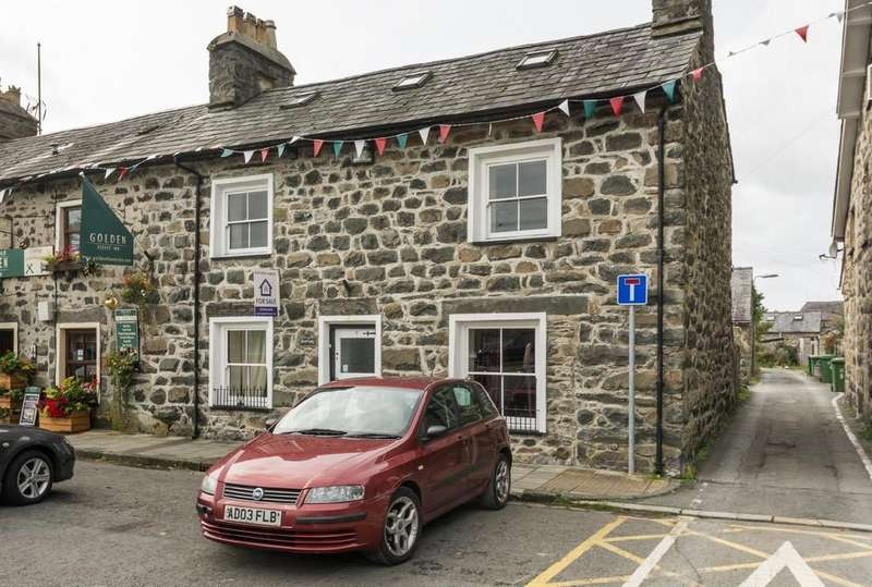 3 Bedrooms End Of Terrace House for sale in Market Square, Tremadog, North Wales