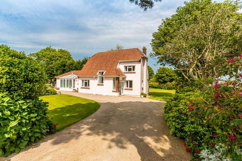 3 Bedrooms Detached House for sale in Calais Lane, St. Martin, Guernsey