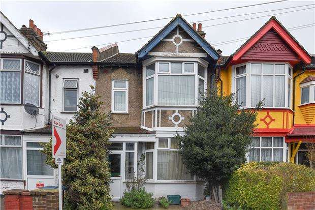 3 Bedrooms Property for sale in Melrose Avenue, Mitcham, Surrey, CR4