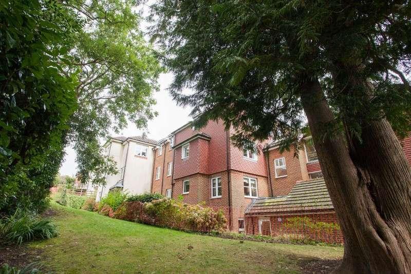 1 Bedroom Retirement Property for sale in Risingholme Court, Heathfield, East Sussex, TN21 8GB