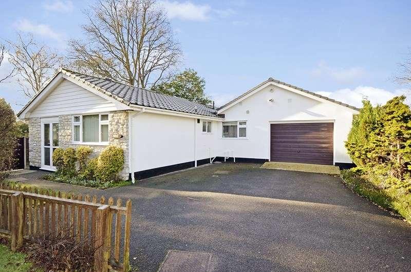 3 Bedrooms Detached Bungalow for sale in Denewood Copse, West Moors, FERNDOWN