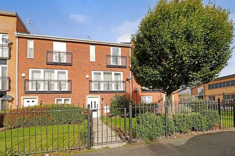 3 Bedrooms Town House for sale in Alderman Road, Hunts Cross, Liverpool, L24 9LR