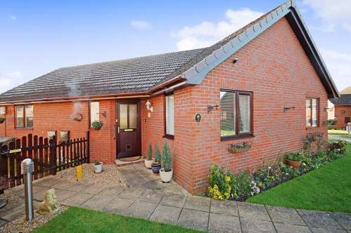 2 Bedrooms Bungalow for sale in Pine Court, Merino Way, West Moors