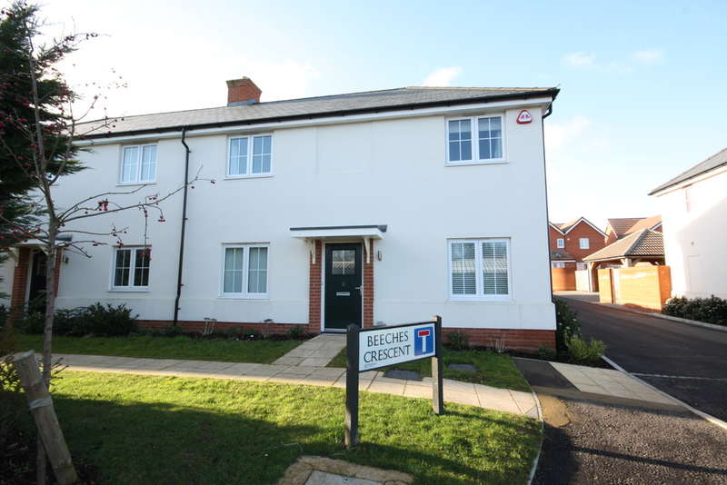 3 Bedrooms Semi Detached House for sale in Beeches Crescent, Chelmsford