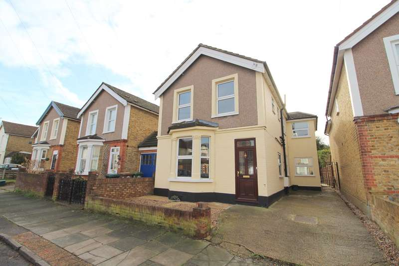 4 Bedrooms Detached House for sale in Tennyson Road, Ashford, TW15