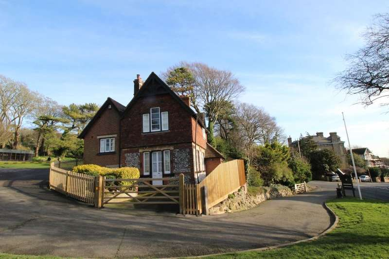 4 Bedrooms Detached House for sale in Connaught Road, Dover, CT16